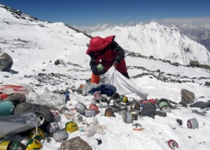 nepal-directs-everest-climbers-to-bring-back-their-trash